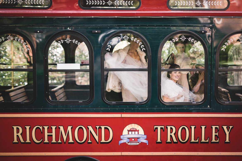 richmond-va-country-club-of-virginia-wedding-trolley